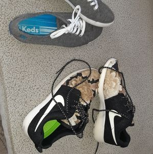 Nike black and tan flowered sneakers size 6.5